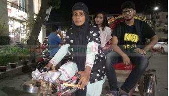 রাহেলা এখন রিকশা চালান ঢাকা শহরে