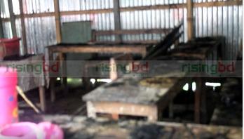 লক্ষ্মীপুরে নৌকার নির্বাচনী ক্যাম্পে অগ্নিসংযোগ