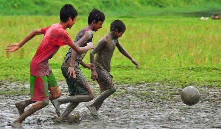 ফুটবলই জীবন || মুম রহমান