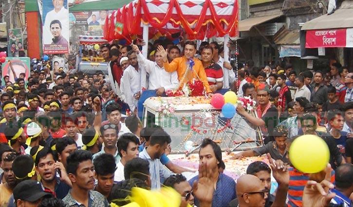 ময়মনসিংহে সিটি করপোরেশন ঘোষণায় আনন্দ শোভাযাত্রা