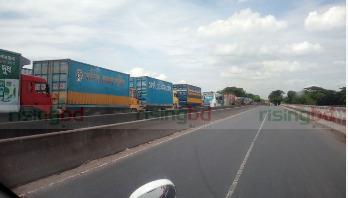 ঢাকা-চট্টগ্রাম মহাসড়কে ৩ কিলোমিটার যানজট