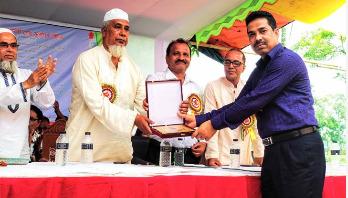 শ্রেষ্ঠ প্রধান শিক্ষক প্রয়াত আফতাব উদ্দিন সম্মাননা পদক প্রদান