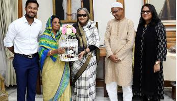 Sabbir invites PM to his wedding