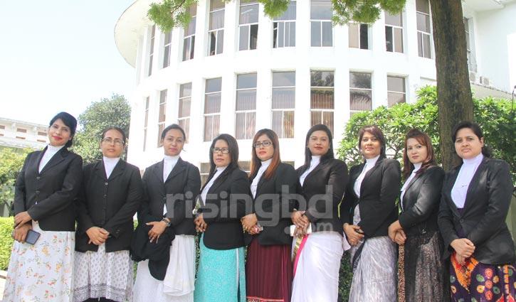উচ্চ আদালতে এক ঝাঁক নারী আইন কর্মকর্তা
