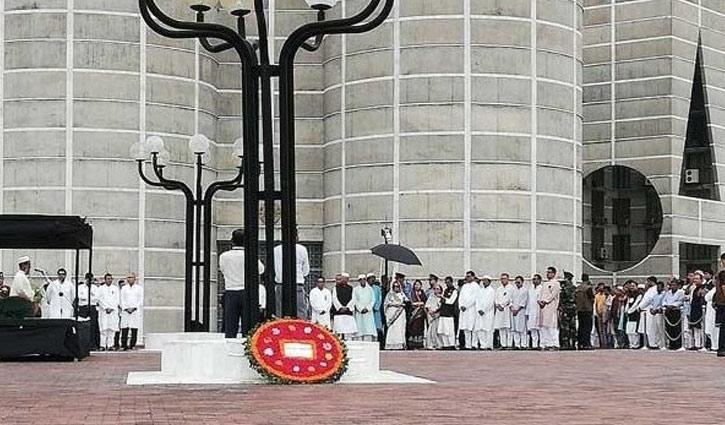 মোজাফফর আহমদের মরদেহে রাষ্ট্রপতি-প্রধানমন্ত্রীর শ্রদ্ধা