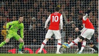 Arsenal beat Manchester United