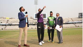 Sylhet Thunder batting against Chattogram in BPL opening