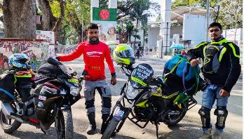 মোটরসাইকেলে ভারত-পাকিস্তান ভ্রমণে বাংলাদেশি তিন তরুণ