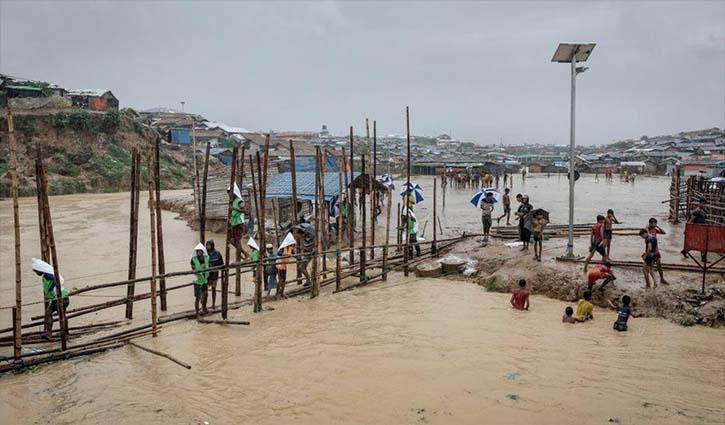 Rohingyas with many of the damaged bridges connecting the camps (Source: UNICEF)