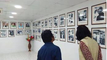 শপিং সেন্টারে 'বঙ্গবন্ধু ও মুক্তিযুদ্ধ কর্নার'