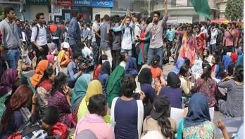 'আশ্বাস নয়, নিরাপদ সড়ক চান শিক্ষার্থীরা'