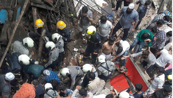 40 feared trapped in India building collapse