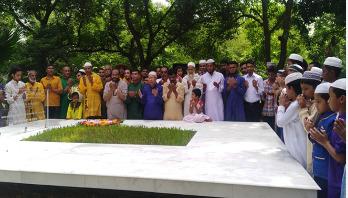 নুহাশ পল্লীতে নানা আয়োজনে হুমায়ূন স্মরণ