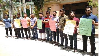Human chain in front of Priya Saha's residence
