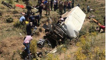 17 killed as bus overturns in Turkey