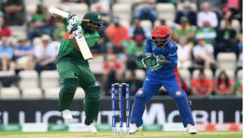 Mushfiq fifty lays platform for challenging total