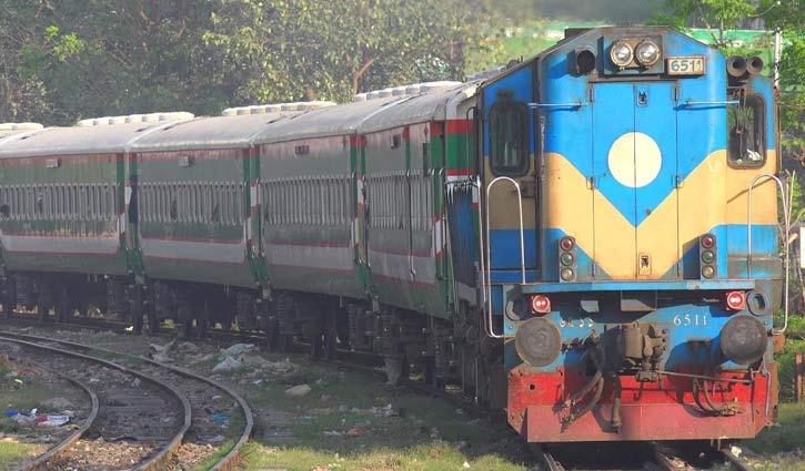 কমলাপুরে দীর্ঘ লাইন , অনলাইনেও ভোগান্তি