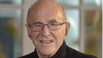 Australian broadcaster Clive James dies