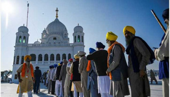 India pilgrims in historic visit to Pakistan temple