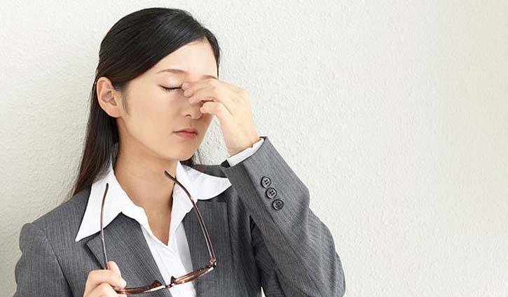 জাপানি নারীদের কর্মস্থলে চশমা ব্যবহারে নিষেধাজ্ঞা