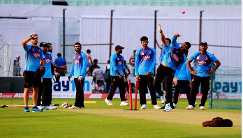 Umesh leads the way as quicks run riot
