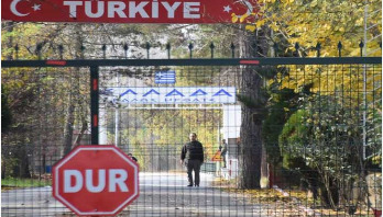 American IS suspect 'stranded on Turkey border'