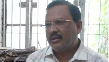 সাতক্ষীরায় স্টোর কিপার ফজলুল হকের আত্মসমর্পণ