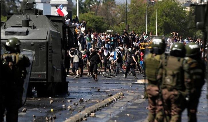 Chile looters torch factory, five killed