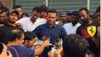 Bangladeshi cricketers go on strike