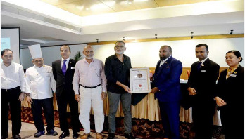 Mushtak Luhar wins 'Best General Manager' award