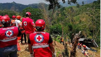 20 dead as truck falls off south Philippine cliff
