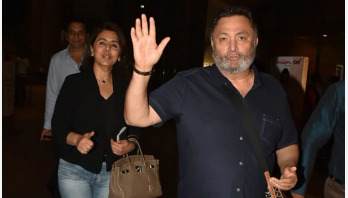 Rishi Kapoor returns home being free of cancer