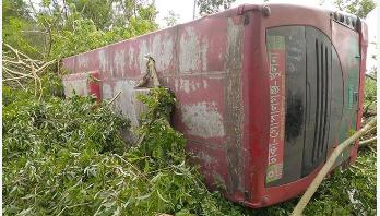 গোপালগঞ্জে দুটি সড়ক দুর্ঘটনায় ৫০ যাত্রী আহত