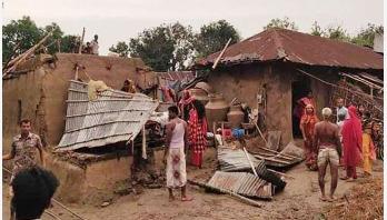 চাঁপাইনবাবগঞ্জে ঘূর্ণিঝড়ে দুই গ্রাম লণ্ডভণ্ড