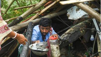 আম্ফান : অবরুদ্ধ কলকাতা, এখনও আসছে মৃত্যুর খবর