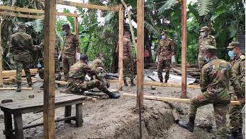 ঝালকাঠিতে আম্ফানে বিধ্বস্ত ঘর-বাড়ি নির্মাণে সেনাবাহিনী