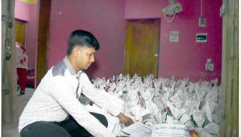 আরও ৫০০ পরিবারকে খাদ্যসামগ্রী দিলেন ফয়সাল মুস্তারী