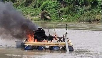 লৌহজং নদীতে অবৈধভাবে বালু উত্তোলন