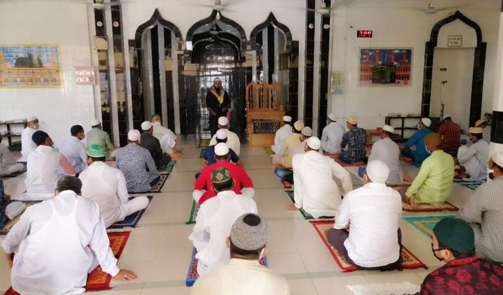 মসজিদে মসজিদে ঈদের জামাত, করোনামুক্তি কামনা