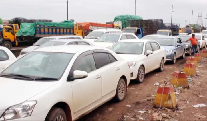 শিমুলিয়ায় পারাপারের অপেক্ষায় ৫ শতাধিক যানবাহন