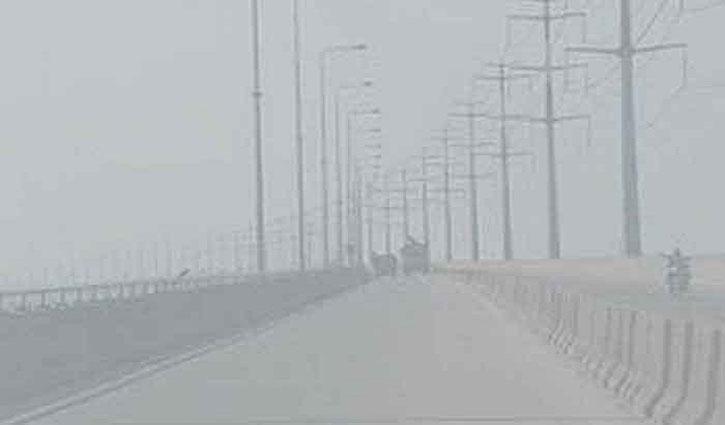 টাঙ্গাইলে ঘন কুয়াশায় দুর্ঘটনা এড়াতে বঙ্গবন্ধু সেতুতে টোল আদায় বন্ধ