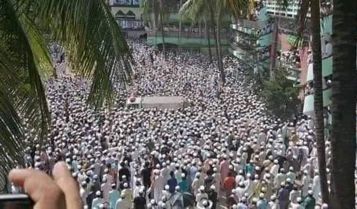 লাখো মানুষের অংশগ্রহণে আল্লামা শফীর জানাজা অনুষ্ঠিত