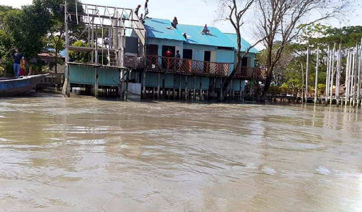 পদ্মা রিসোর্টের ২ একর জমি নদীগর্ভে