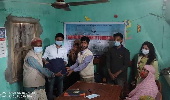 রাজশাহীতে 'স্বপ্নবৃত্ত'র উদ্যোগে শীতবস্ত্র বিতরণ