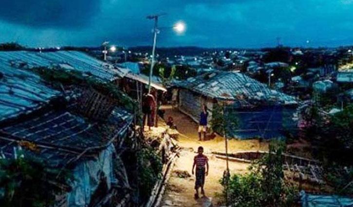 রোহিঙ্গা ক্যাম্পে গোলাগুলি: নিহত ৪, ঘর ছাড়া ৫০০ পরিবার