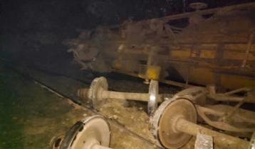 সিলেটে তেল বহনকারী ট্রেনের ৭টি ওয়াগন লাইনচ্যুত