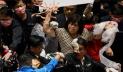 তাইওয়ানে পার্লামেন্টে শূকরের নাড়িভুড়ি ছুড়লেন বিরোধী দলের সদস্যরা