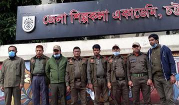 বঙ্গবন্ধুর ভাস্কর্য ভাঙার প্রতিবাদে চট্টগ্রামে মানববন্ধন