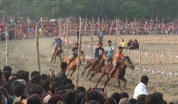 চাঁপাইনবাবগঞ্জে ঐতিহ্যবাহী ঘোড়দৌড়