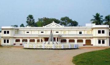 কুমিল্লার ঐতিহ্যবাহী টাউনহল ভাঙার নেপথ্যে
